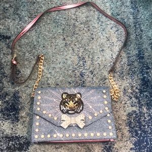Cross body tiger purse